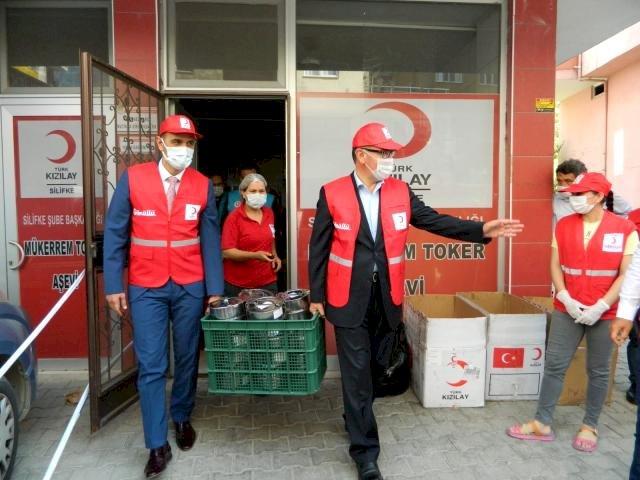Silifke'de 2 bin kişilik sıcak yemek dağıtılıyor