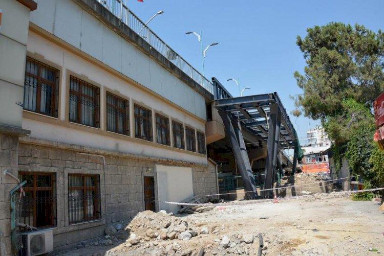 Tarsus'ta Yaya Üst Geçidi Çalışmaları Tüm Hızıyla Sürüyor